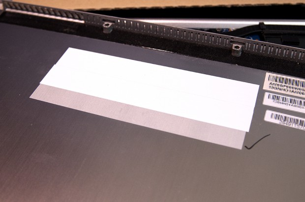 UX31の裏蓋の絶縁対策